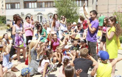 Открытие детской площадки с помощью студентов «Школы без стен»