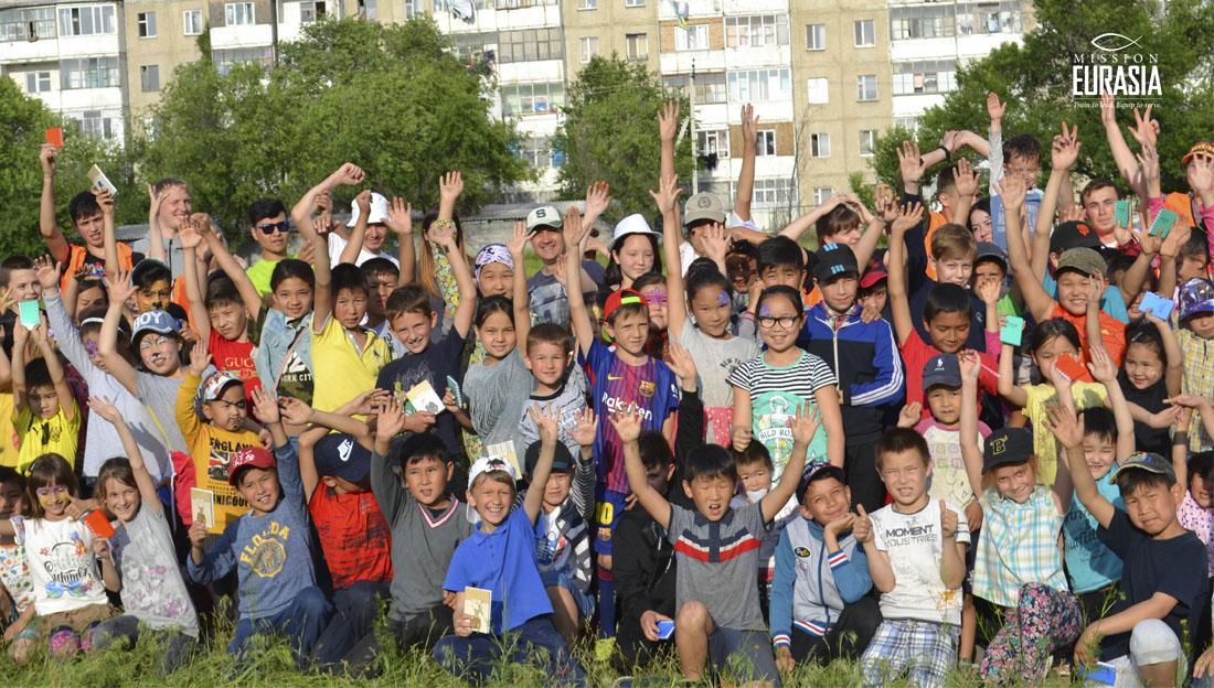 Дети и подростки в Кыргызстане впервые провели событие без драк и конфликтов