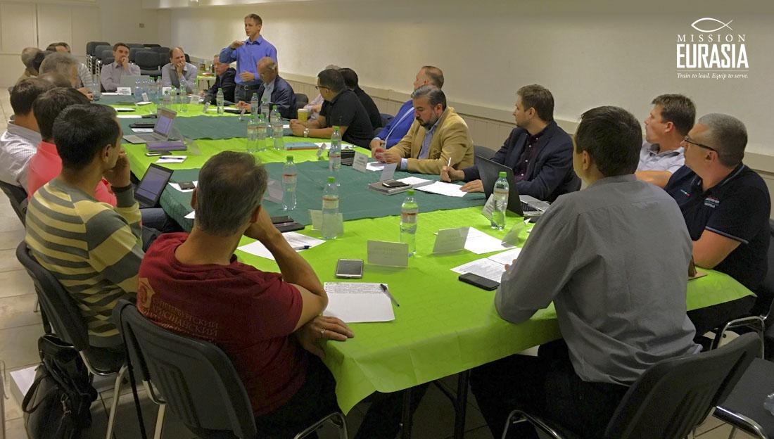 Евангелие, город, движение. В Москве состоялся круглый стол по основанию новых общин